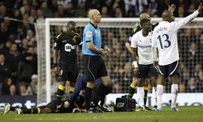 itch-during-their-fa-cup-quarter-final-soccer-match-against-tottenham-hotspur-at-white-hart-lane-in-london-march-17-2012-tottenham-hotspurs-fa-cup-qua